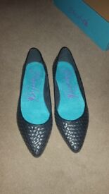 Brand new pointed black shoes size 6