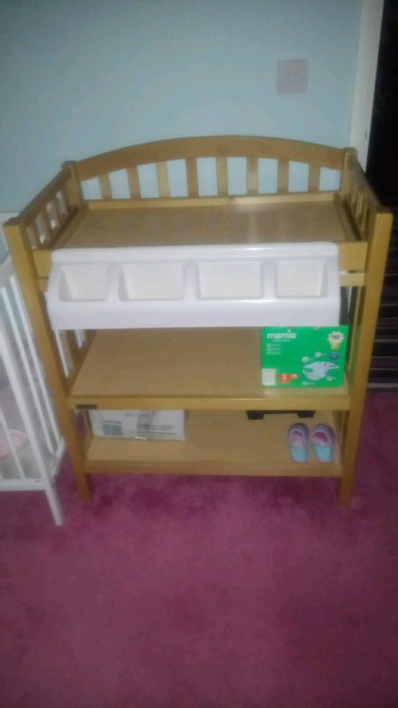Mamas and Papa's Changing Table With Bath