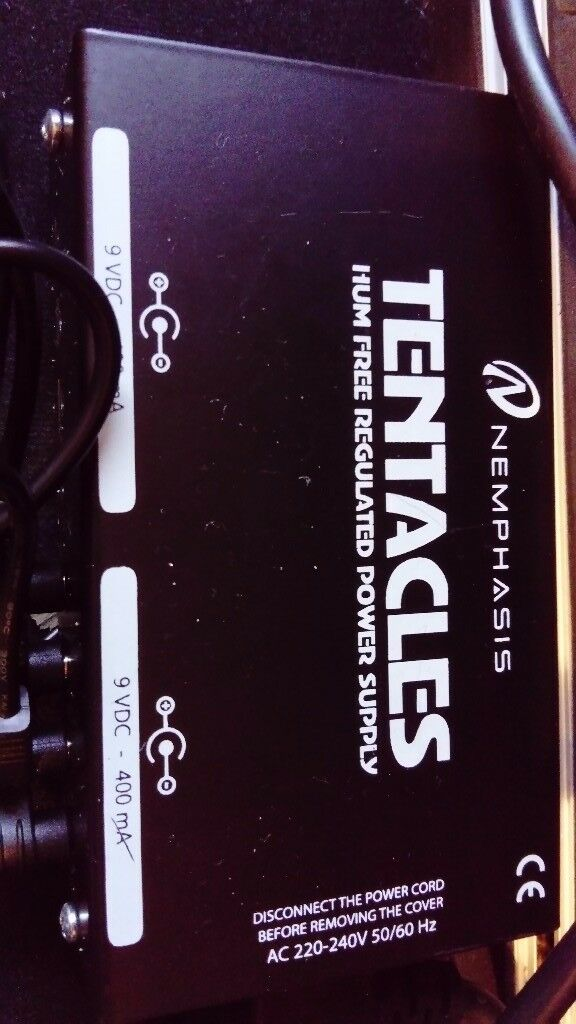 Tentacles power supply (9v), joyo chorus pedal and a kinsman hard case
