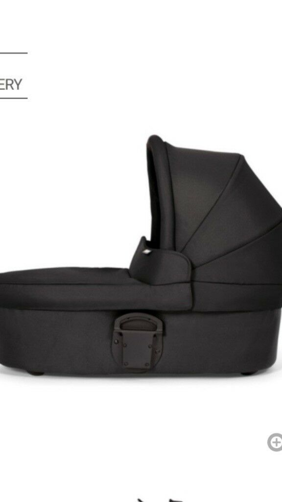 Black mamas and papas carrycot