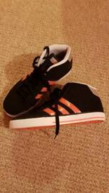 Womens/juniors size 5 trainers
