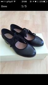 Girls size 1 Tap Shoes