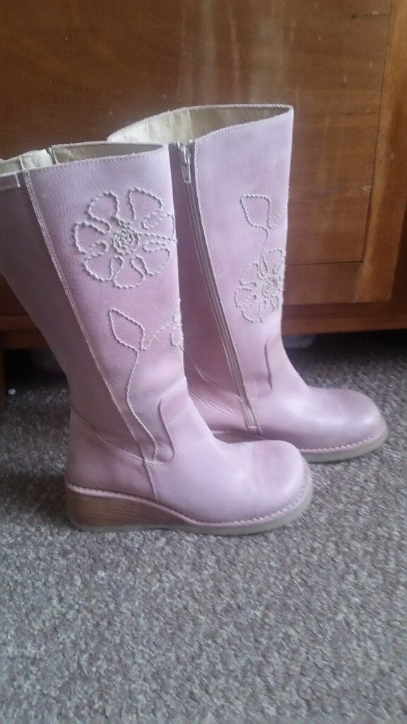 Destroy ladies boots, never worn . Light pink with a side zip and embroidered detail.