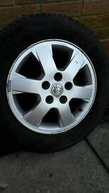 Vauxhal Vectra 2005 alloy wheel and good tyre