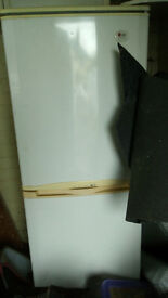BROKEN Fridge Freezer (Spares or Repairs)