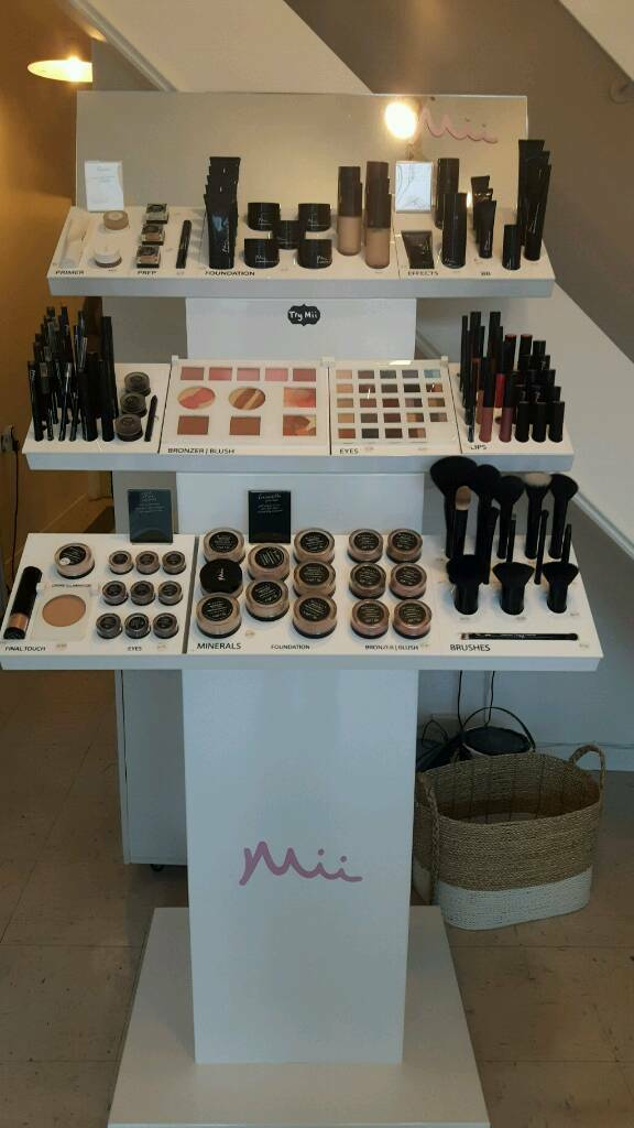 Mii Make up stand and testers