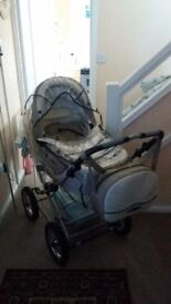 Pram for sale with bag umbrella and buggy conversion in mint condition