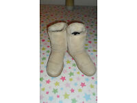 Classic Short 5825, Sand Ugg Boots, Size W6, UK 4, 37 EU, Excellent Condition, Lovely Snug Boots!!