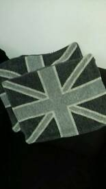 2 cushion covers