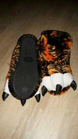 tiger slippers worn once size 5/6