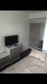 2 Left- Beautiful Ensuite & Double Rooms All Bills Included