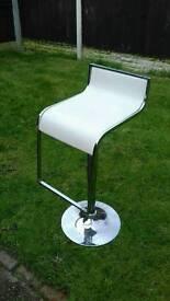 2x white gas breakfast chairs