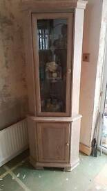 Glass corner display unit