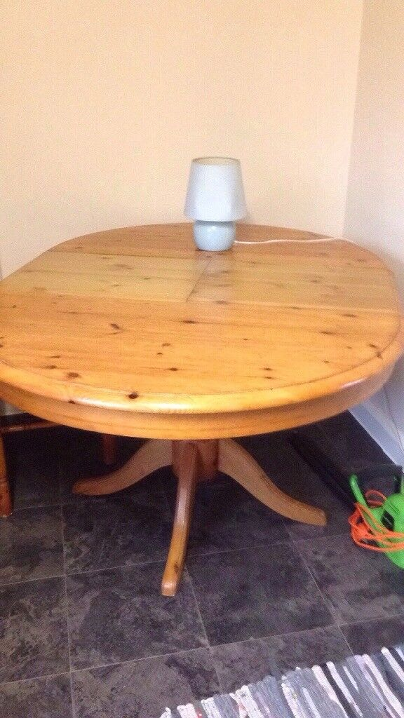4seater pine table that extends to seat 6