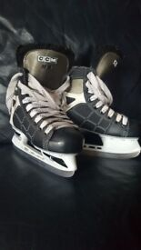 ICE SKATING BOOTS - size 2