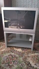 """TOSHIBA 26"""" TV & STAND with Remote Control £15 ono"""