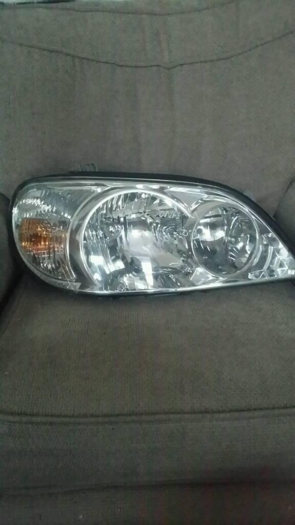 Kia Sedona Headlight