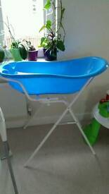 Baby bath with universal stand