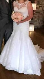 Gorgeous ivory lace wedding dress