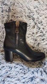 Black Military Ankle Boots Size 7 (40) Huge Zip Heel AS NEW