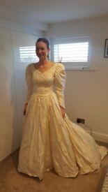 Fantastic Vintage Wedding Dress - size 6/8