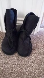 Size 7 ugg style black boots