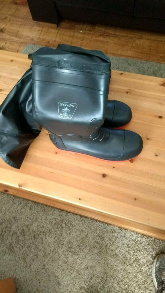 2 pairs of mens size 12 wellies