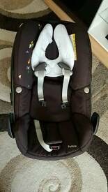 Maxi cosi pebble car seat and its compatible familyfix isofix base all in excellent conditions