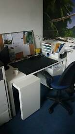 Desk for rent In 3 person office