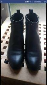 Ladies black boots size 7