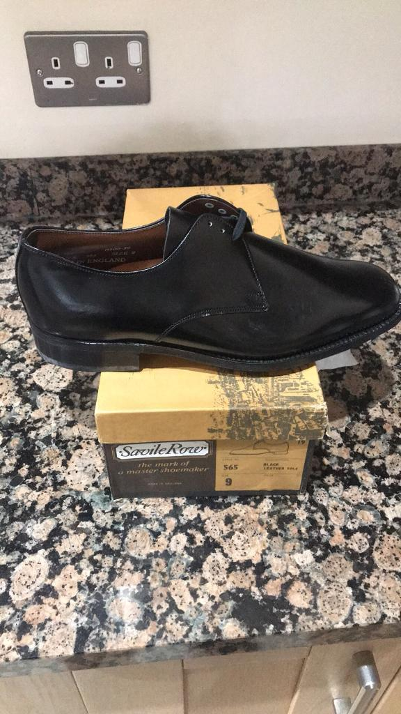 Men's black shoes size 9 brand new in box