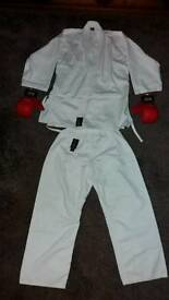 Tae Kwan Do / Karate suit - age 9-11