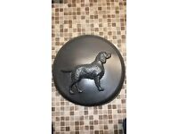 Universal 4x4 wheel cover with dog moulding