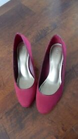 M & S Court Shoes with Insolia, size 6 1/2