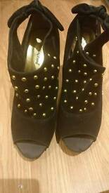 Black studded heels sz 6