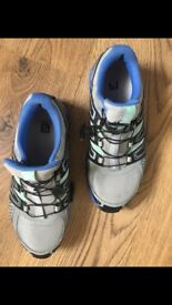 Salomon walking shoes almost new size 7 (40,5)
