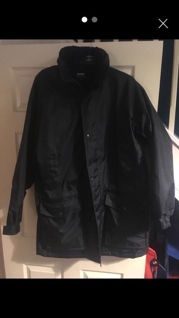 Men's winter coat (size large)