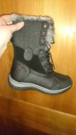 Black and gray size 5 winter boots
