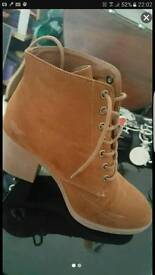 Women boots size 6, worn once