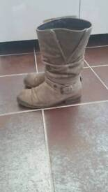 Clarks Calf Suede Boots (Size 5.5)