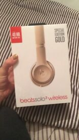 Beats by Dre Solo 3 Wireless Over Ear Headphones Special Gold Edition
