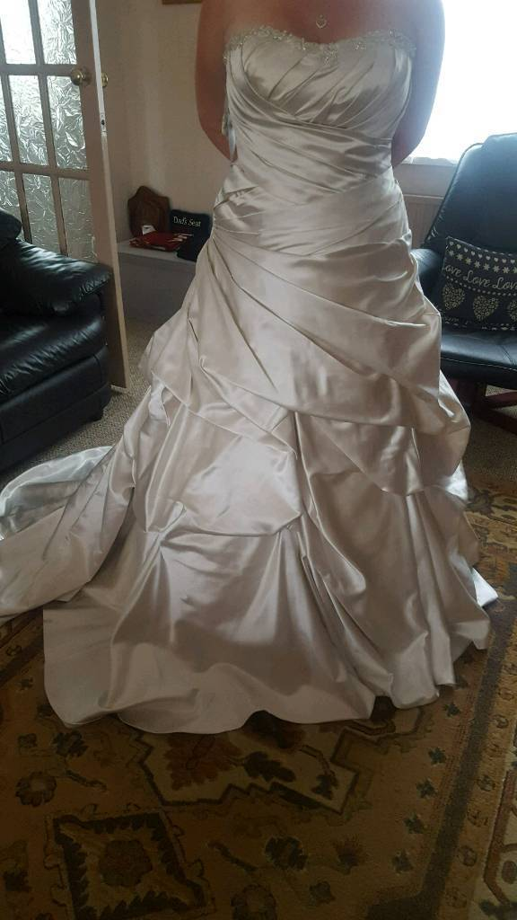 Alfred Angelo brand new wedding dressin Leicester, LeicestershireGumtree - Alfred Angelo brand new in bag wedding dress size 18 genuine reason for sale. absolutely stunning oyster colour so very unique.any questions feel free to ask