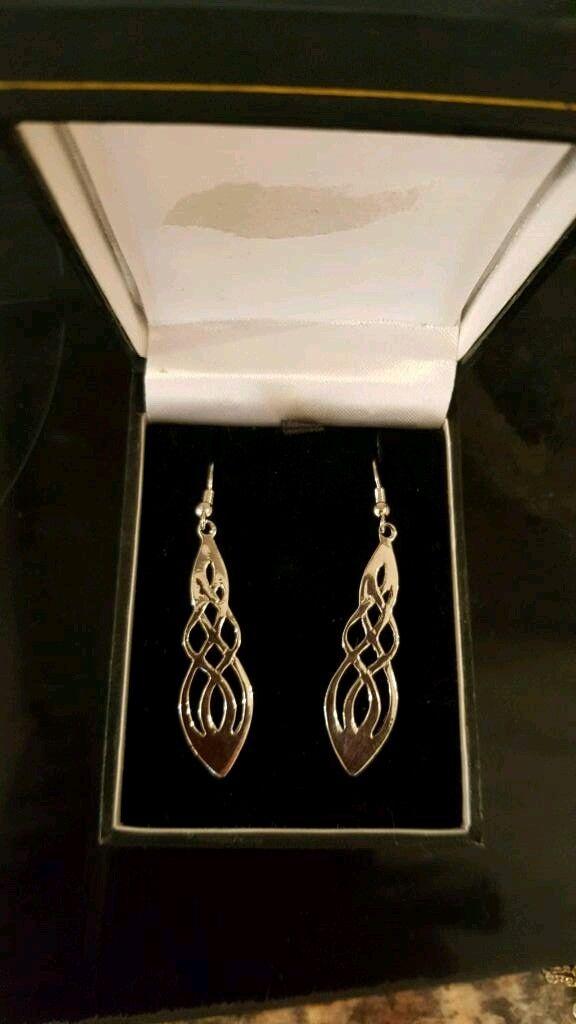 Beautiful NEW silver earings