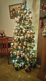 Brand new boxed 6ft 6 glitter christmas tree