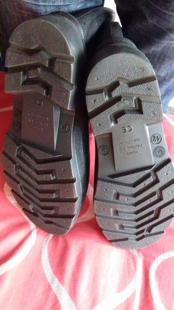 Brand new Dunlop size 8 Rubber Wellies