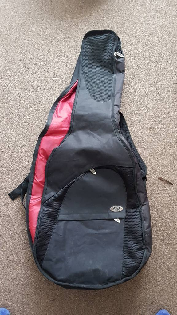 Padded guitar case. Gig bag. Nearly new.
