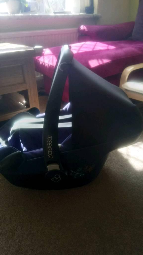 Maxi-cosi Pebble car seat with ISOFIX base