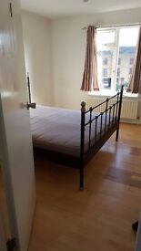 Room with built in wardrobe available for Couple Professional or Student in Beckton London E6