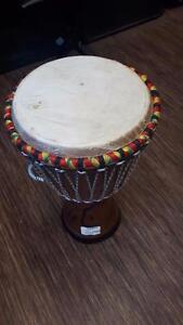 Magnifique Djembe Africain, en bois et super bon etat pour seulement 169.99$!! (Z004961)