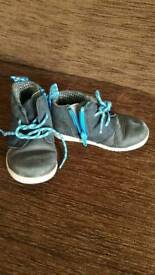 Clarks boys shoe 5.5f